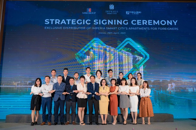tan long exclusive agency selling imperia smart city